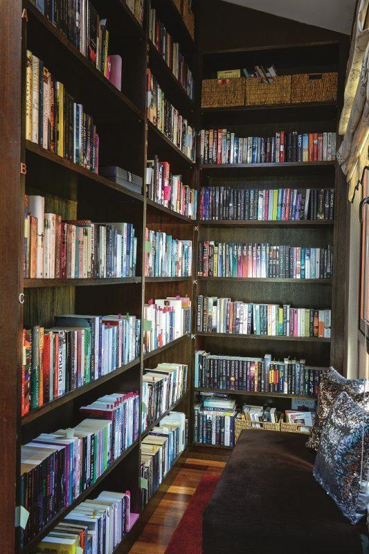 Begitu Juga Dengan Kertas Dinding Dan Paduan Warna Pada Segenap Ruang Sebuah Bilik Bacaan Atau Perpustakaan Mini Turut Disediakan Di Tingkat Dua