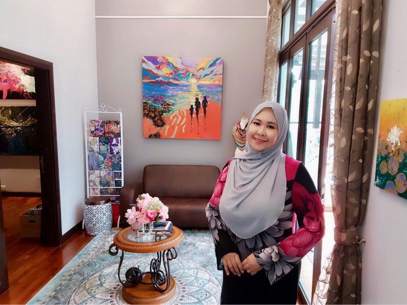Bangganya Bila Pelukis Muslimah Berjaya Takluki Dunia Seni Dan Miliki Galeri Sendiri